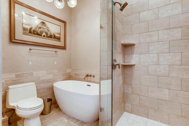2nd Floor Bathroom - New Seasons at Keystone
